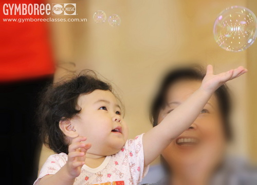 Toddler catch bubble