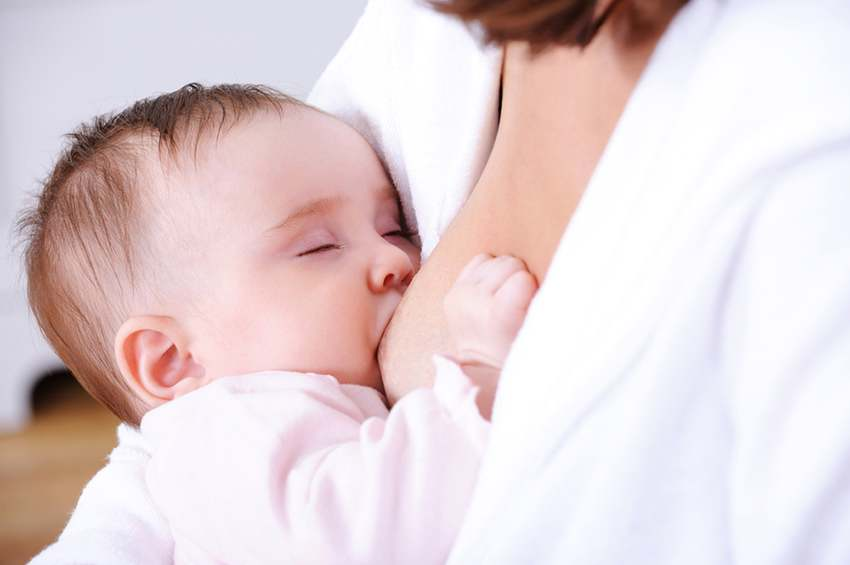 HOW TO KEEP YOUR BABY AWAKE DURING FEEDINGS