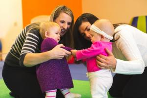 Phát triển về cảm xúc xã hội ở trẻ sơ sinh